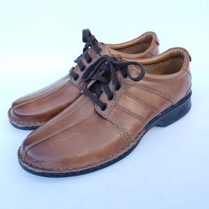 NWOB Clarks lace up brown leather dress shoes